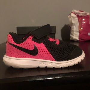Nike size 7 for toddler girl really good shape